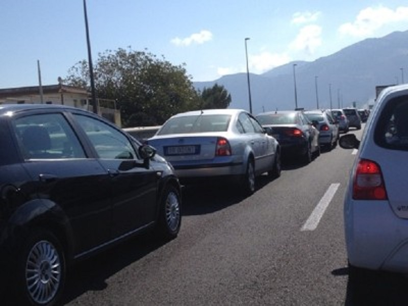"""Tangenziale di Catania, traffico intenso e code: ultime """"corse"""" per i regali di Natale mandano in tilt la viabilità"""