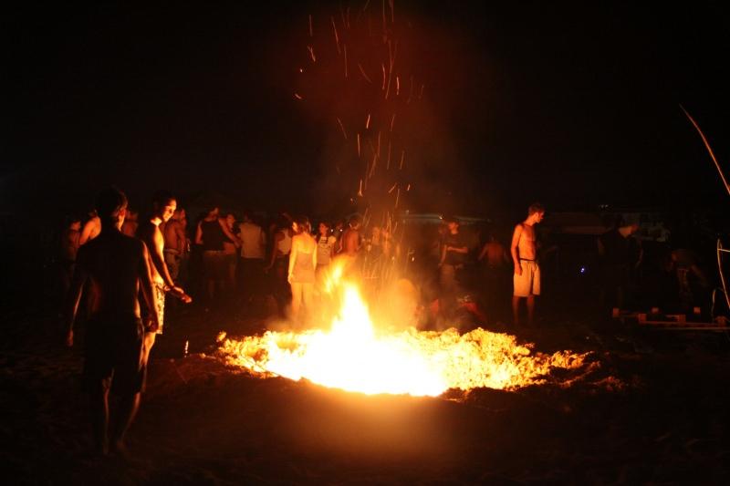 Tra prassi e tradizione, il rito del falò, vero protagonista della notte di ferragosto