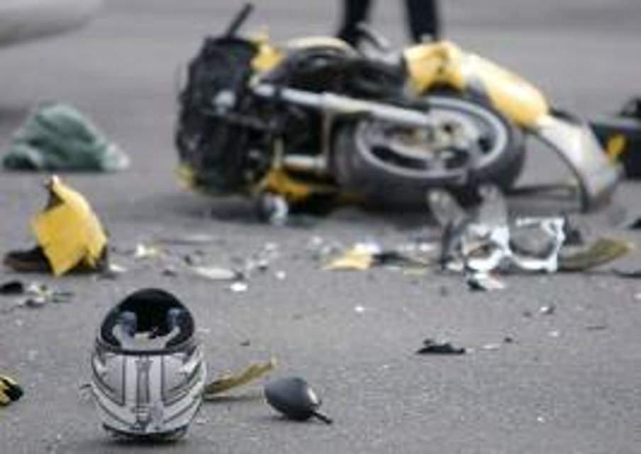 Incidente sulla SS 123, scontro tra auto e moto: centauro finisce in ospedale