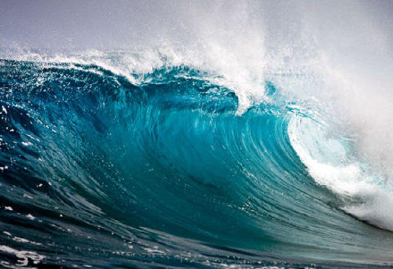 Paura in spiaggia, ragazzine rischiano di annegare: necessaria la rianimazione per una delle due