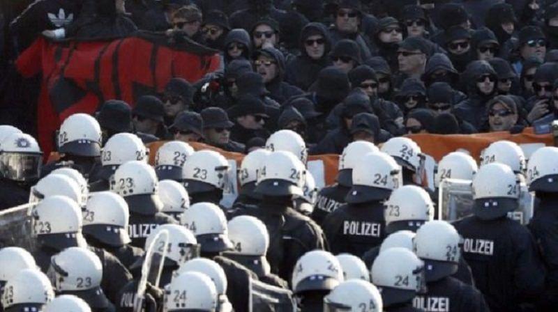 Scontri al G20 di Amburgo: continua l'incubo per i due attivisti catanesi