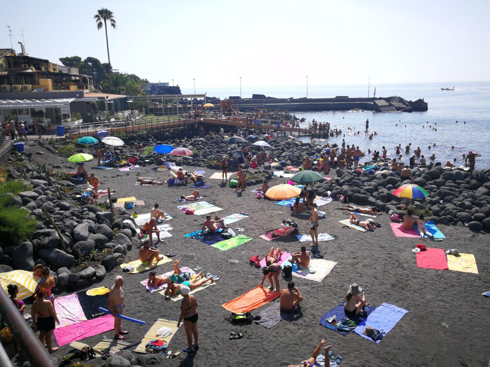Occupazione, inquinamento e rifiuti: così le spiagge siciliane perdono prestigio