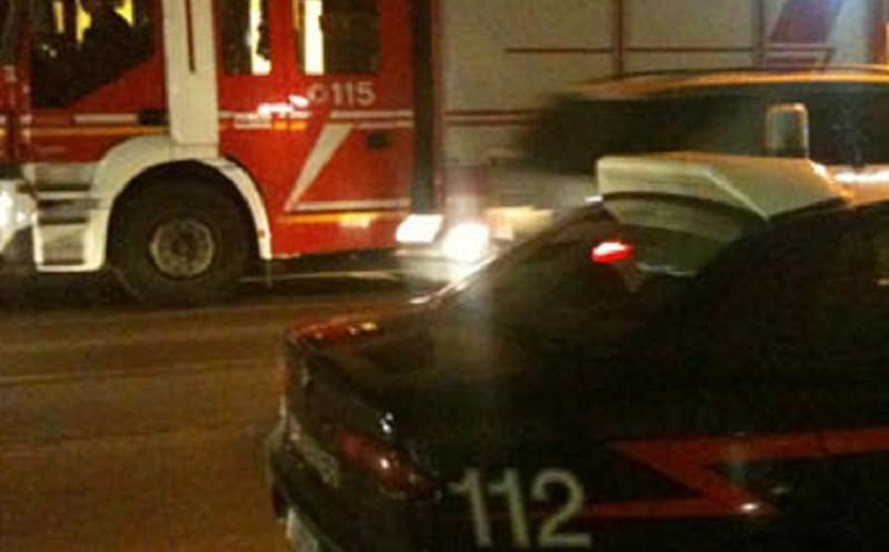 """""""Inferno di fuoco"""" nel capoluogo siciliano, quattro mezzi in fiamme: vigili del fuoco e forze dell'ordine al lavoro"""