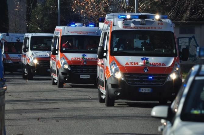 Incidente in via Gramsci, pulmino con disabili a bordo si scontra con un'auto: 3 feriti