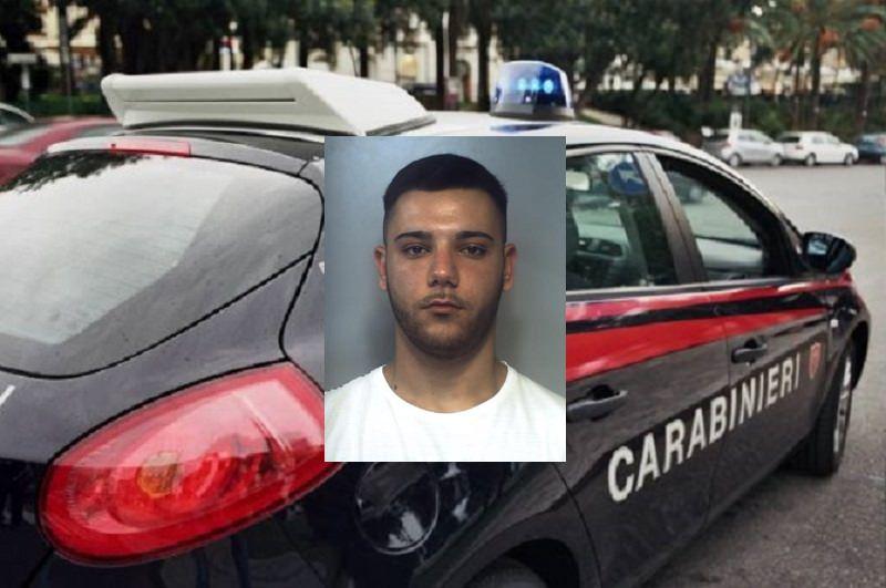 Coltello in mano e rapina al benzinaio: 21enne in manette, è caccia ai complici