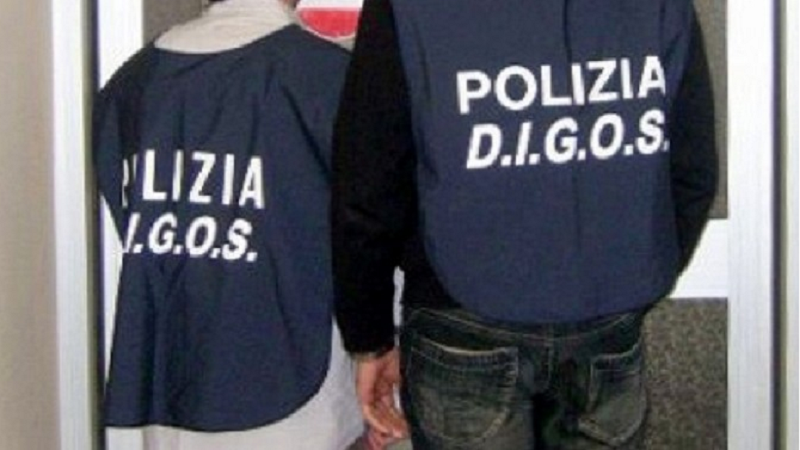 Casertana-Catania, disordini fuori dallo stadio: sassi contro l'autobus dei tifosi scortato dalla Digos