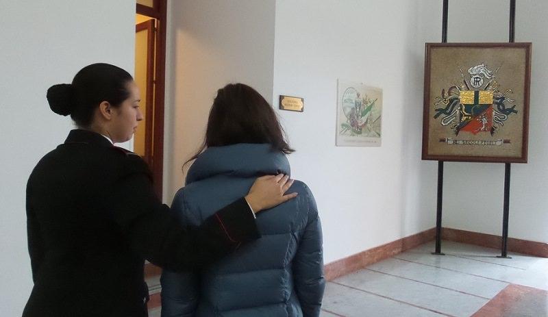 Sesso con l'alunna minorenne: in manette professore di 47 anni