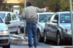 """Posteggiatori abusivi in via Nina Siciliana: allontanati dal luogo di """"lavoro"""""""
