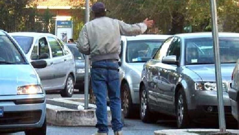 Catania, prosegue la lotta contro i parcheggiatori abusivi: 11 denunce e 29 multe