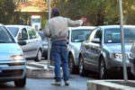 """""""No"""" all'attività di parcheggiatore abusivo: 5 extracomunitari beccati mentre infrangono il divieto"""