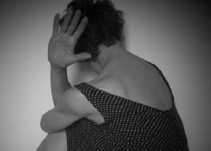 Maltratta e aggredisce la madre davanti la polizia: arrestata figlia violenta