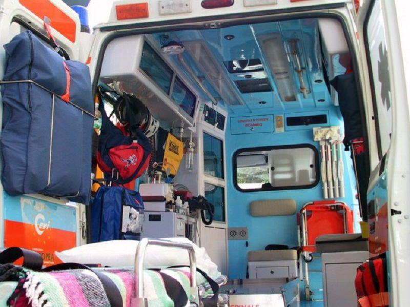 Violento impatto frontale a Catania tra furgone e scooter: giovane in codice rosso al Garibaldi