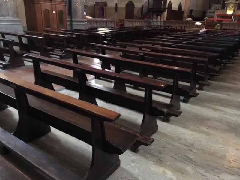 Rubano borsa a un'anziana in chiesa, tre ladri arrestati mentre erano seduti al tavolo di un bar