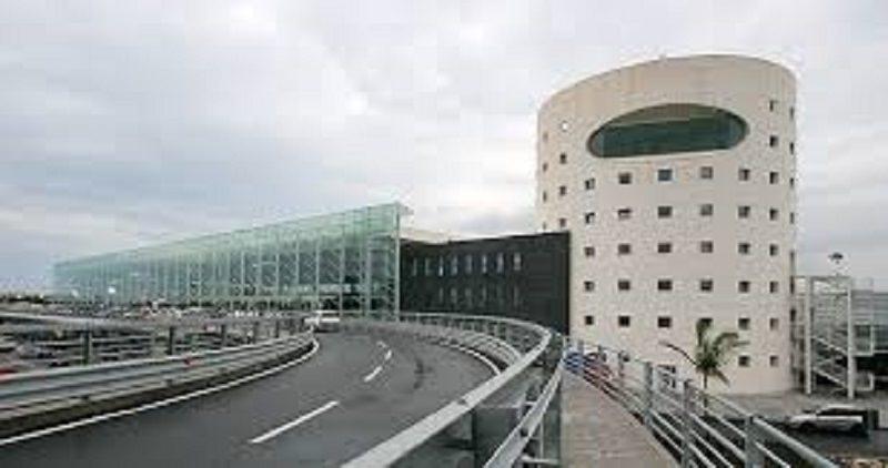 Tenta di fuggire a Londra dopo condanna per furto: 23enne arrestato all'aeroporto di Catania