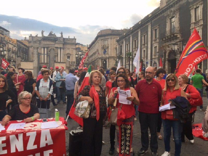 """Catania aderisce all'iniziativa della Cgil e grida """"Basta alla violenza"""""""