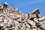 Abusivismo edilizio a San Francesco La Rena: ruspe in azione demoliscono abitazione