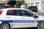Violento impatto tra due auto e una moto in centro: feriti due giovanissimi