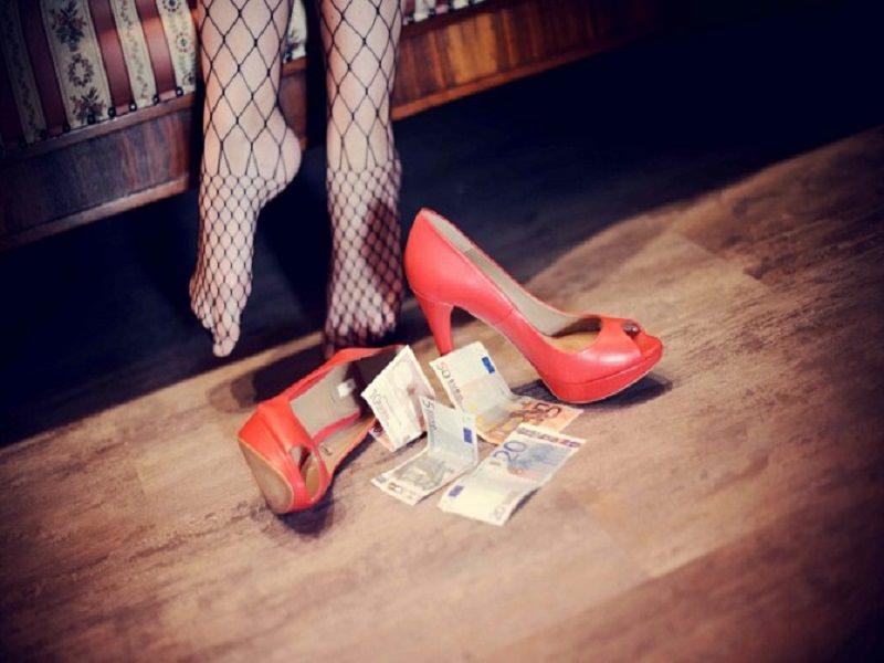 Adolescente venduta come prostituta dalla madre: le condanne