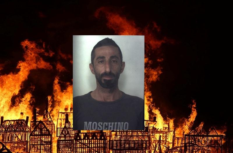 """Brucia camper, mezzi agricoli e una tettoia in legno: """"Mi è caduto un mozzicone di sigaretta"""""""