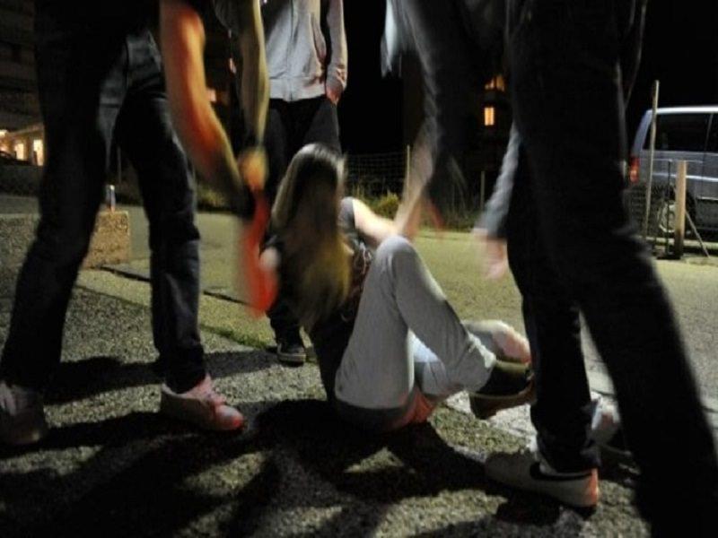 Stupro di gruppo in piazza Europa, chieste condanne per i 3 giovani indagati: ecco cosa rischiano