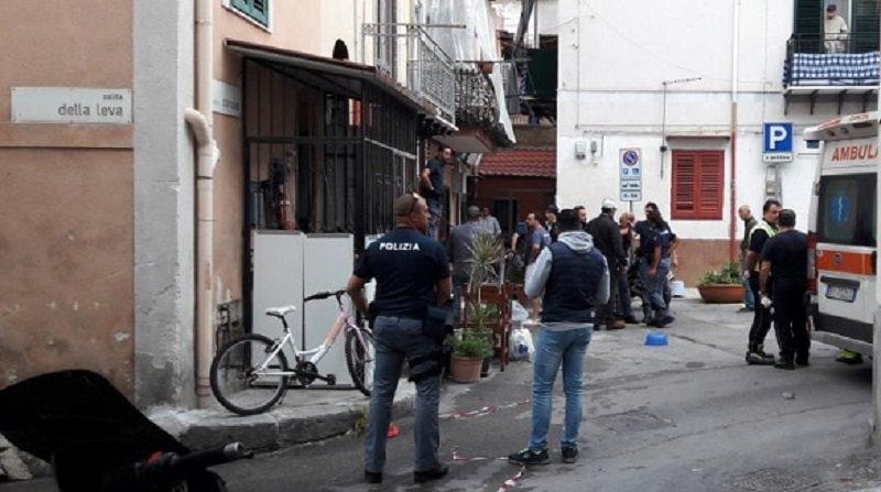 Palermo, sparatoria all'Arenella Un fratello resta ucciso, l'altro ferito