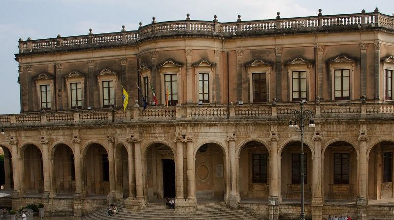 Società milanese fallita: sequestrato prestigioso palazzo di Noto dal valore di 600mila di euro