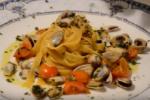 Tagliolini di pasta fresca con telline e pomodorino