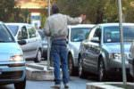 Parcheggiatore abusivo recidivo: 54enne denunciato e sanzionato