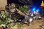 """Incidente sull'A19 direzione Catania: auto precipita da un cavalcavia. """"Miracolati"""" due giovani"""