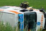 Rocambolesco incidente stradale sulla Valle dei Platani: autoambulanza si ribalta