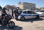 """Parcheggiatori abusivi """"fastidiosi"""" e finti autorizzati: due denunciati, denaro confiscato"""