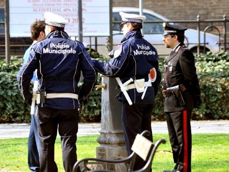 Spargimento di sostanze chimiche, abusivismo e sigarette estere: controlli di Municipale e carabinieri