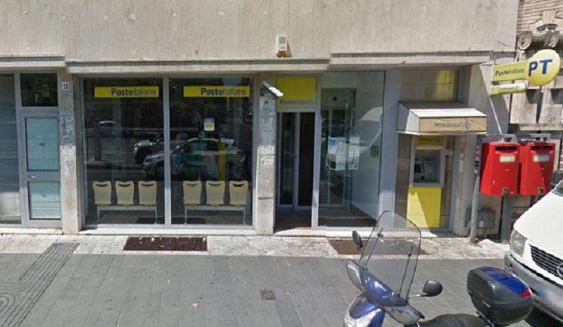 Tentano il colpo all'ufficio postale di Corso Italia: fermati in extremis dal forte rumore