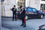 Spara ad un anziano in piazza: indagini a tutto spiano