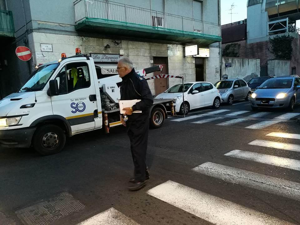 "Rimosse macchine ""assassine"" dall'incrocio tra via Sacco e via De Logua Barriera: lì morì Mimmo Crisafulli. LE FOTO"