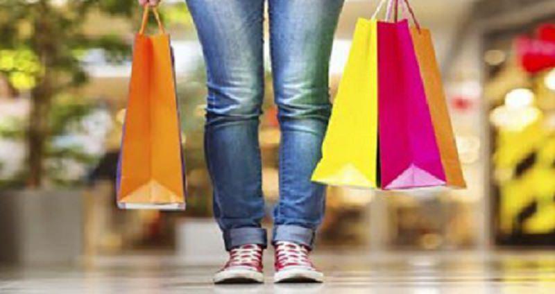 Tutti pazzi per lo shopping: l'immediatezza dei negozi fisici VS le offerte dell'online