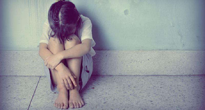 Violenta per anni le due figlie: arrestato 54enne