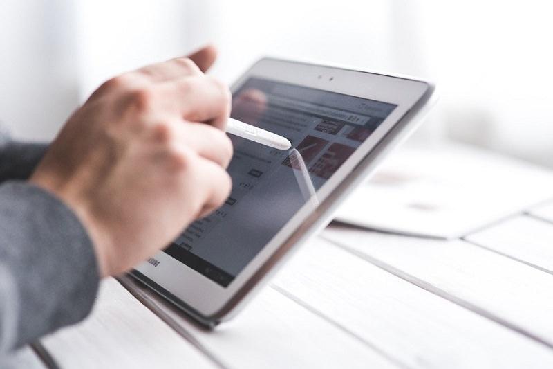 """Didattica a distanza, arrivano i primi tablet nelle scuole siciliane. Lagalla: """"Necessario investire nel digitale"""""""