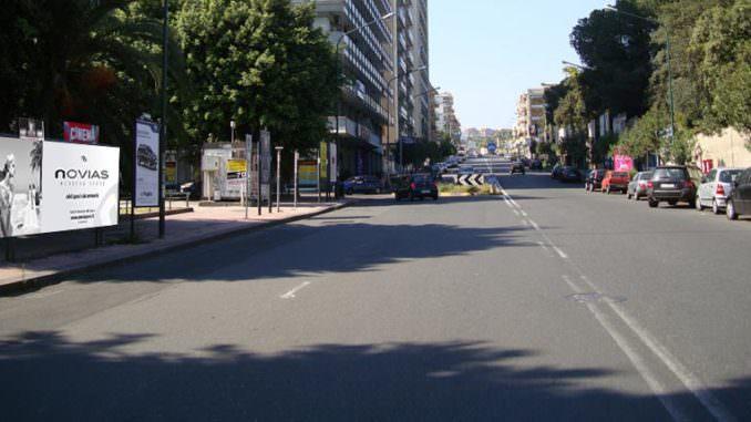 Aggressione al viale Vittorio Veneto: lancia una grossa pietra contro donna con passeggino e scappa. FOTO