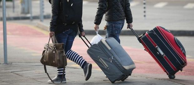 """Costo dei biglietti in aumento per """"volare"""" al sud: quanto costa tornare a casa per Natale?"""