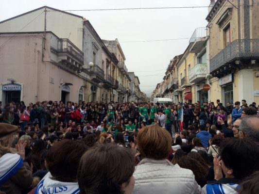 Giarre, i giovani scendono in piazza per rivendicare il proprio diritto alla salute