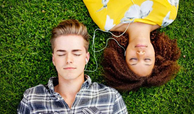 Giovani e Musica: Il rapporto dei giovani con la nuova industria discografica