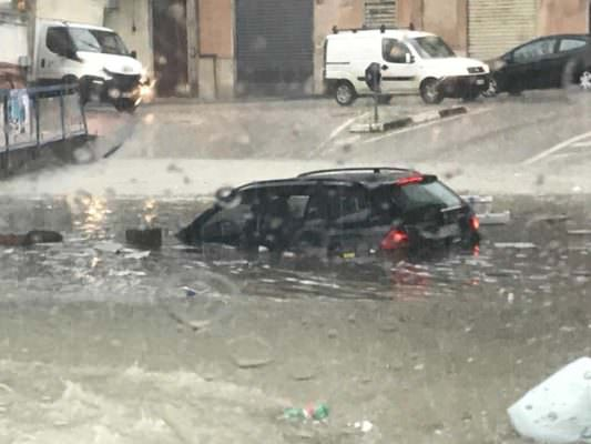 Nubifragio a Palermo: anziani salvati dai sommozzatori, negozi e strade allagate. Autostrade bloccate
