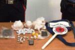 Hashish, marijuana e cocaina nella cuccia della sua cagnetta: in manette 17enne