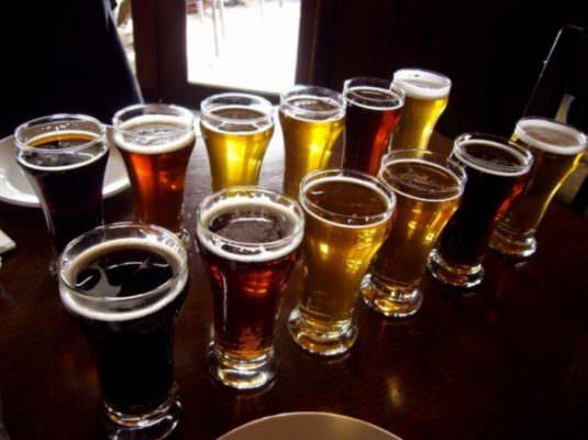 Ubriaco molesta due ragazze per strada, beccato inveisce contro gli agenti: denunciato