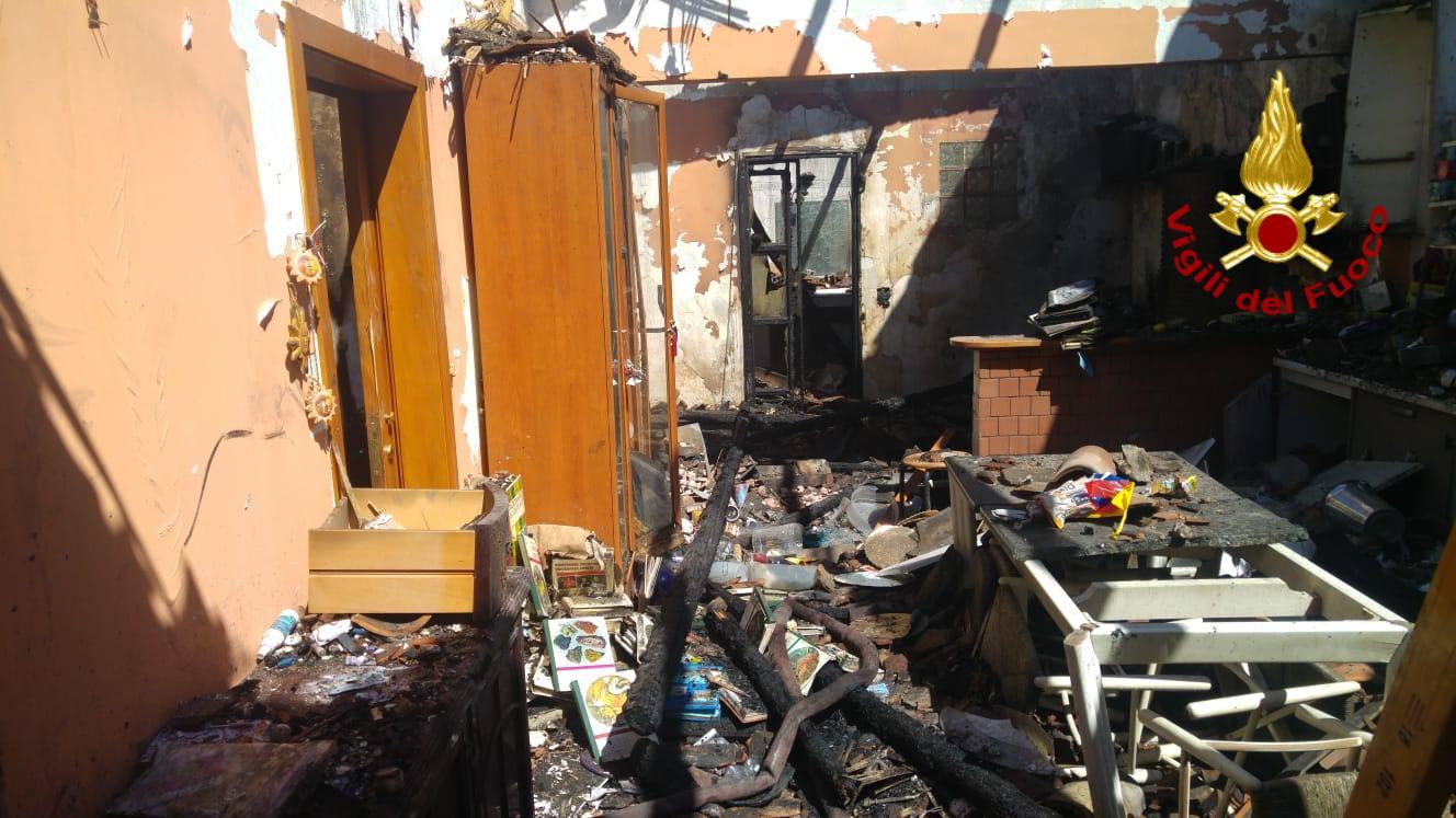 Via Fornai, fabbricava bare la falegnameria che ha preso fuoco: DETTAGLI e FOTO