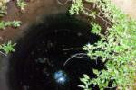 Bimba di 3 anni precipita in un pozzo: madre si getta per salvarla