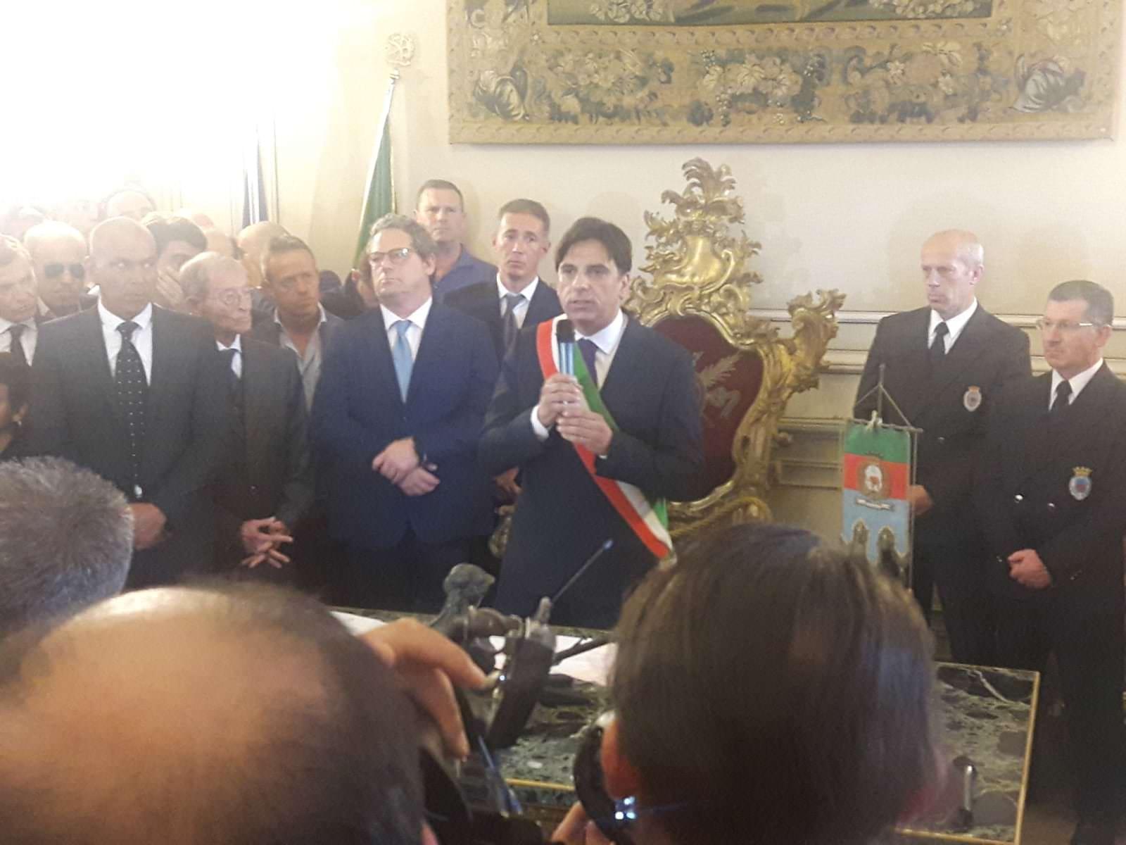 """Catania, Pogliese si insedia come sindaco: """"Basta piangerci addosso, porterò libertà in questa città"""". Micciché: """"È un fuoriclasse"""""""