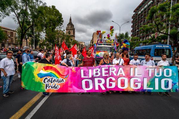 Gay Pride Catania: in 10mila sfilano per lottare contro la discriminazione. LE FOTO
