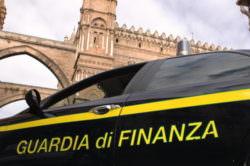 Blitz della Guardia di Finanza in un negozio di bigiotteria: 150mila articoli sequestrati